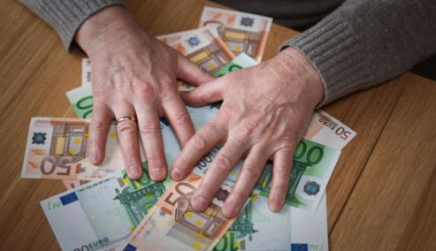Picture 0 for Ασφυκτικά τα 12 κριτήρια για το επίδομα των 360 ευρώ σε άνεργους μηχανικούς, γιατρούς, δικηγόρους